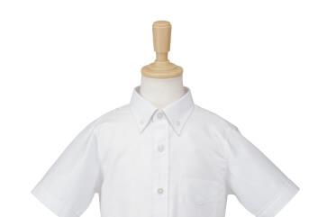 清潔感際立つボタンダウンシャツ